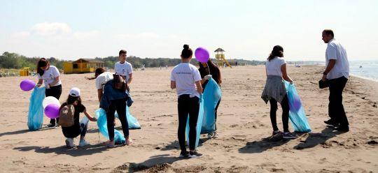 c66295e4726 Volunteers cleaned the Velika Beach in Ulcinj