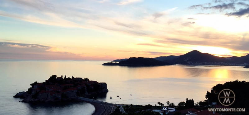 Sunset over the island of Sveti Stefan.photo
