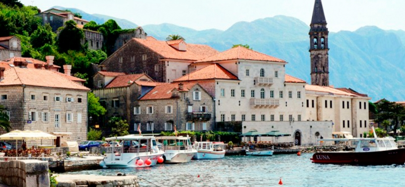 Perast beach.photo