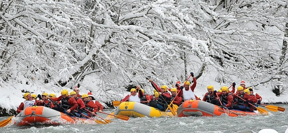 Winter rafting on the Tara river